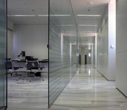 Mamparas de cristal de ba o u oficinas en barcelona for Mamparas de oficina precios